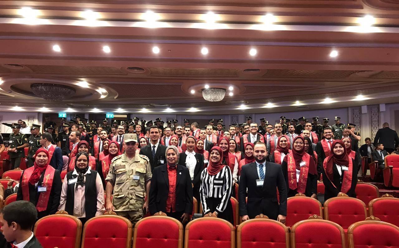 رئيس جامعة عين شمس يشهد حفل تخرج الدفعة الأولى لكلية طب القوات المسلحة